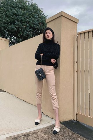 Basic pants in nude