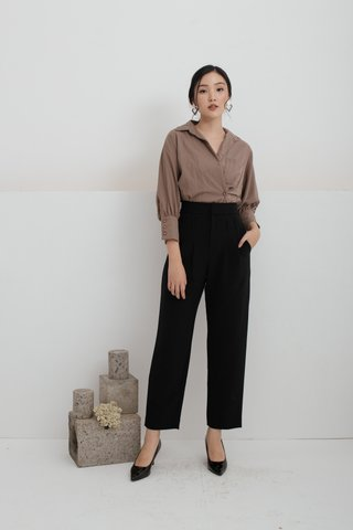Olivia Pleats and Loops Highwaisted Pants in Black